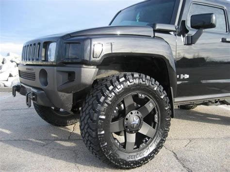 Go Big with this Hummer H3 on new Rockstar Wheels!
